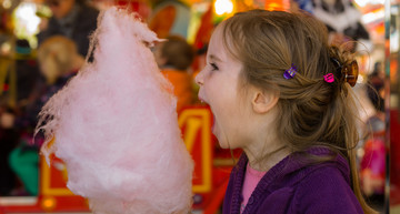 child with cotton candy | © Shutterstock